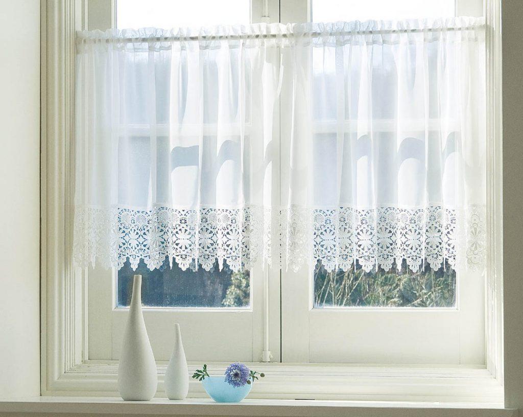 窓辺にアクセント!カフェカーテンの使い方 | 9071blog